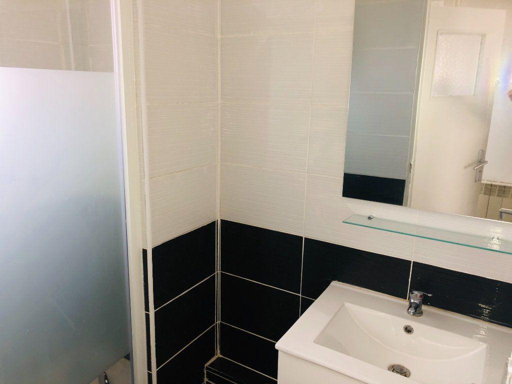 Appartement à vendre 3 55m2 à La Seyne-sur-Mer vignette-3