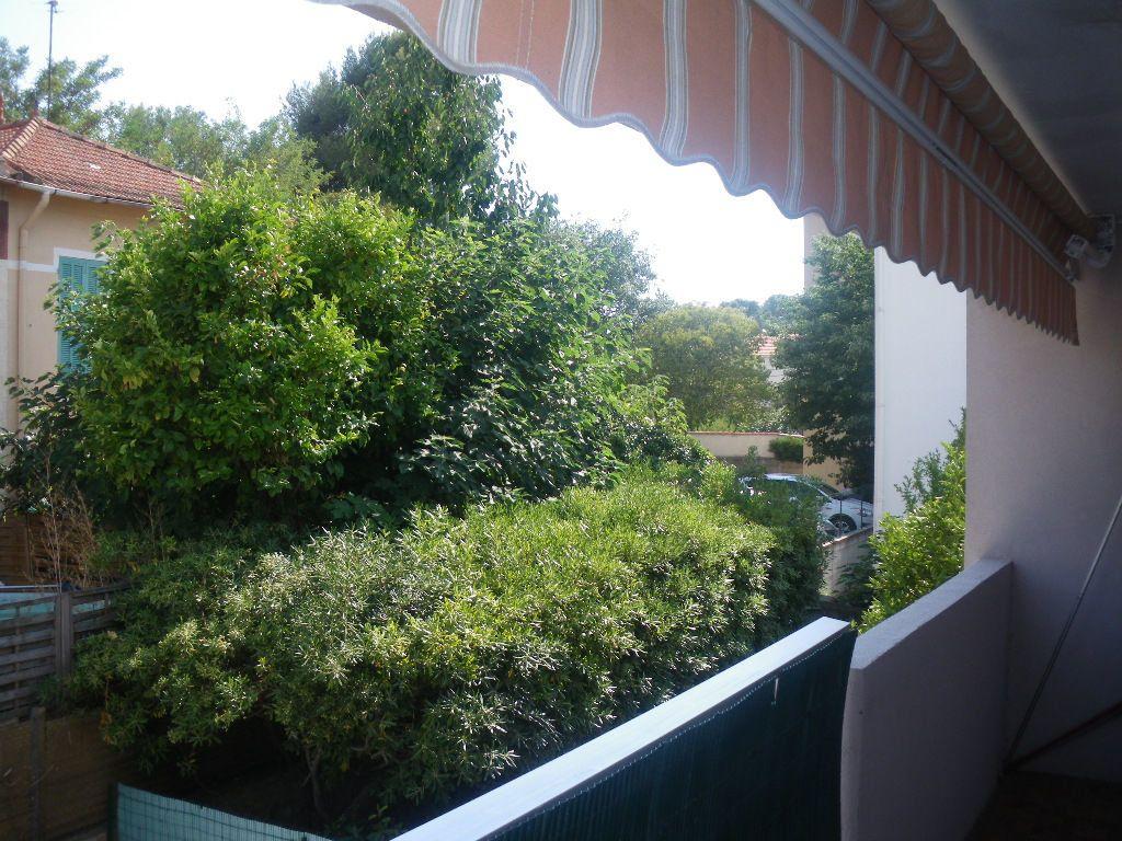Appartement à vendre 2 34m2 à La Seyne-sur-Mer vignette-1