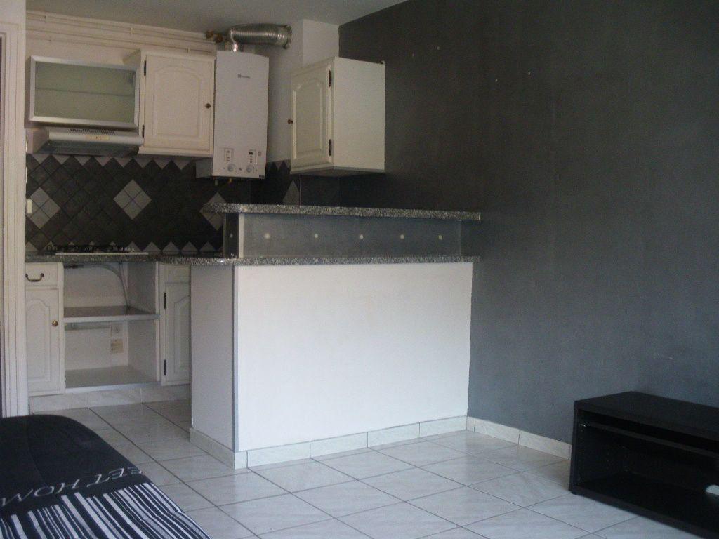 Appartement à vendre 2 34m2 à La Seyne-sur-Mer vignette-2