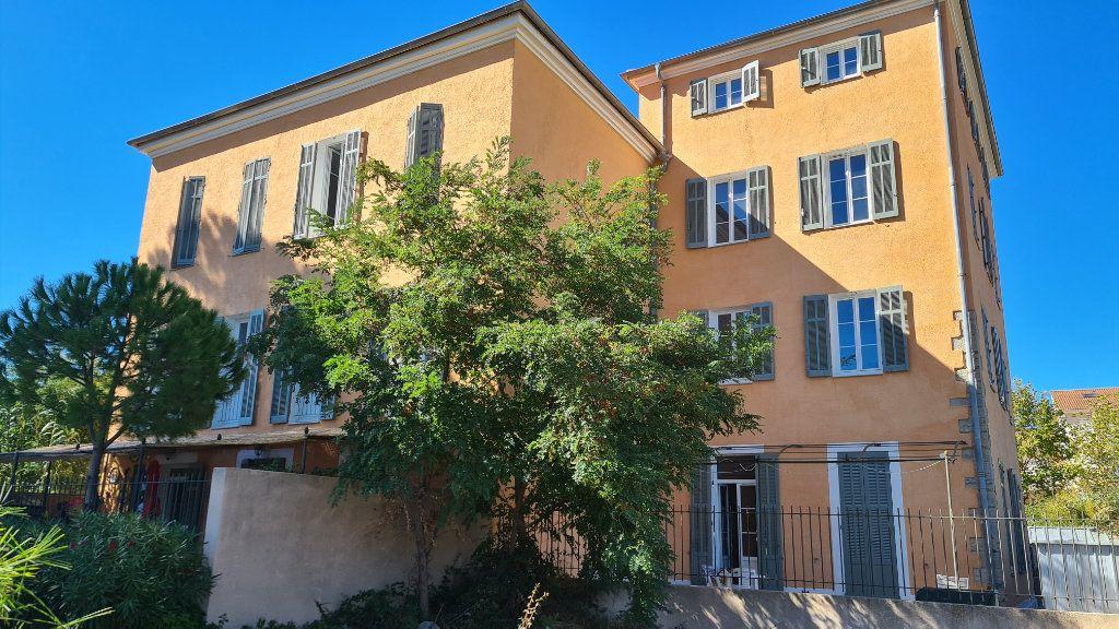 Appartement à vendre 2 56.3m2 à La Seyne-sur-Mer vignette-2
