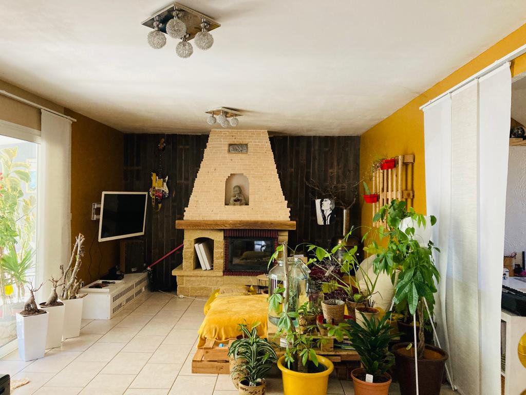 Maison à vendre 4 105.44m2 à La Seyne-sur-Mer vignette-3