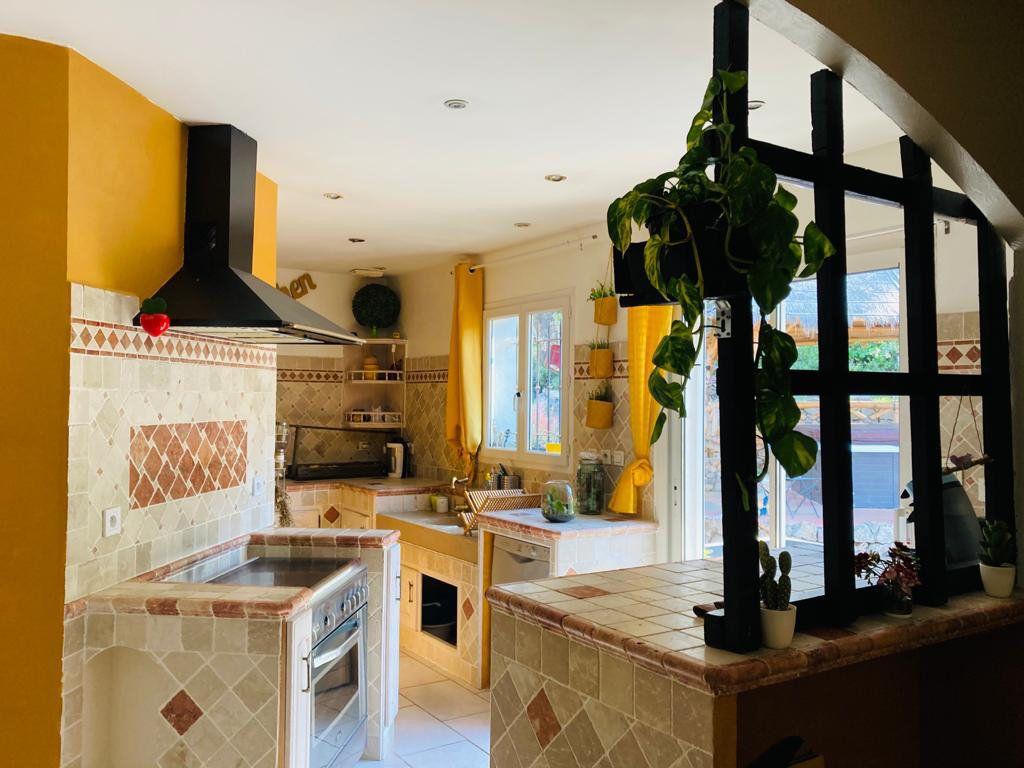 Maison à vendre 4 105.44m2 à La Seyne-sur-Mer vignette-4