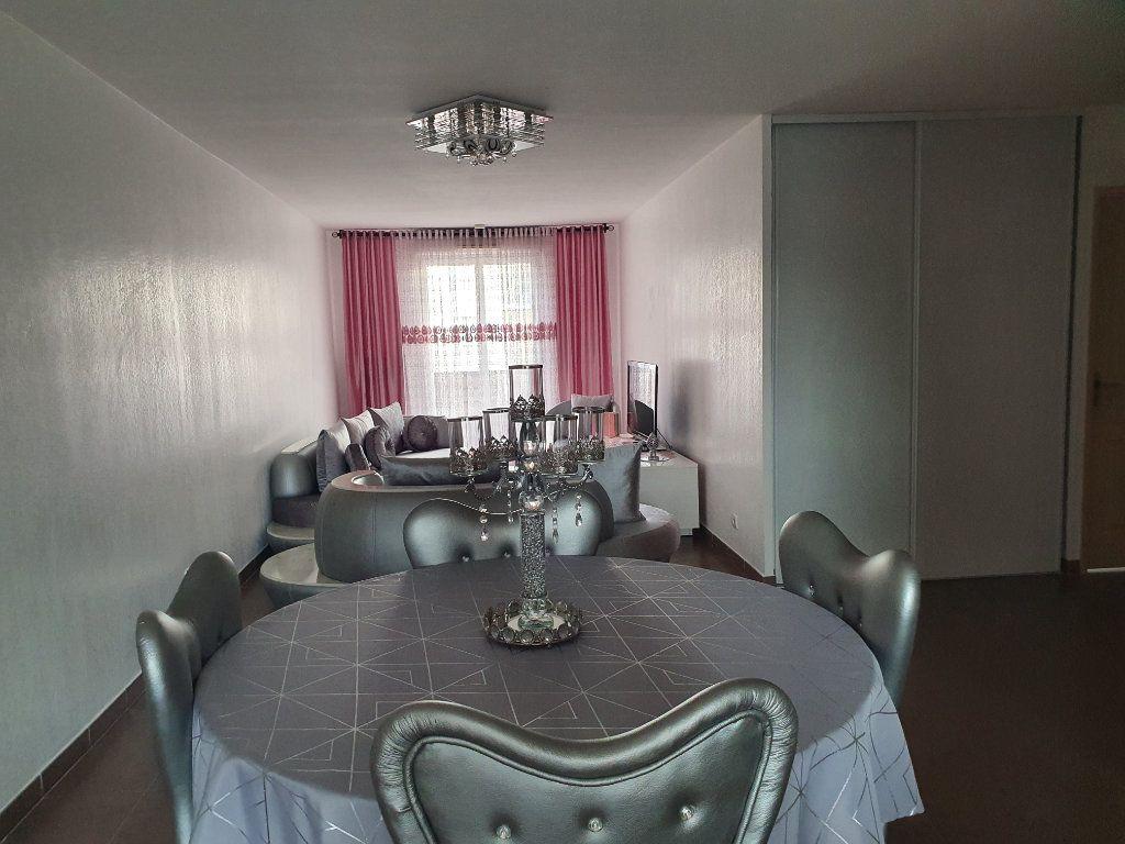 Appartement à vendre 3 74m2 à La Seyne-sur-Mer vignette-3