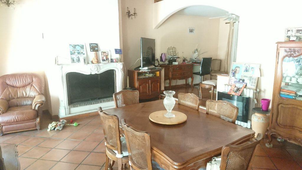 Maison à vendre 6 172m2 à La Seyne-sur-Mer vignette-6