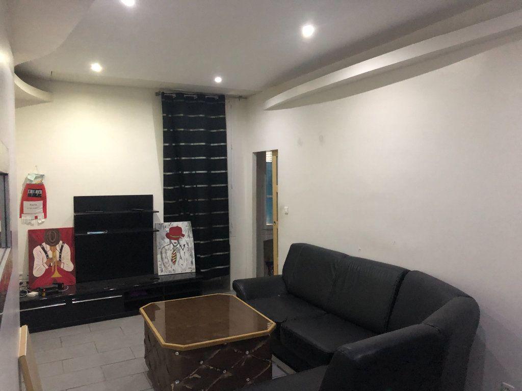 Appartement à vendre 2 20m2 à La Seyne-sur-Mer vignette-1