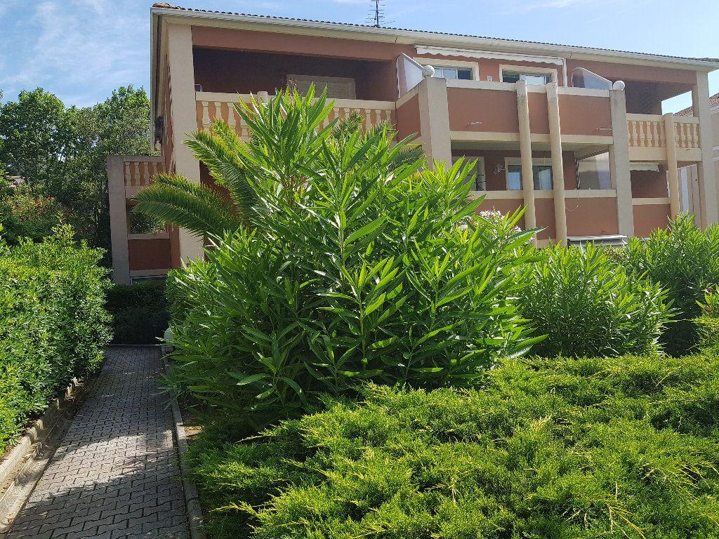 Appartement à vendre 2 29m2 à La Seyne-sur-Mer vignette-1