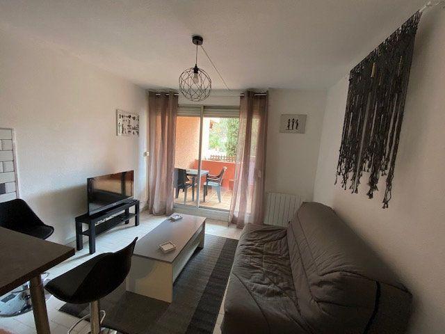 Appartement à louer 1 22.95m2 à La Seyne-sur-Mer vignette-2