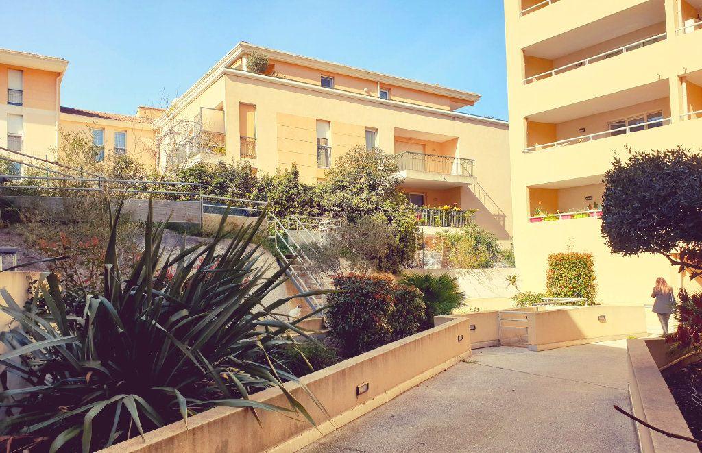 Appartement à vendre 3 62m2 à La Seyne-sur-Mer vignette-1