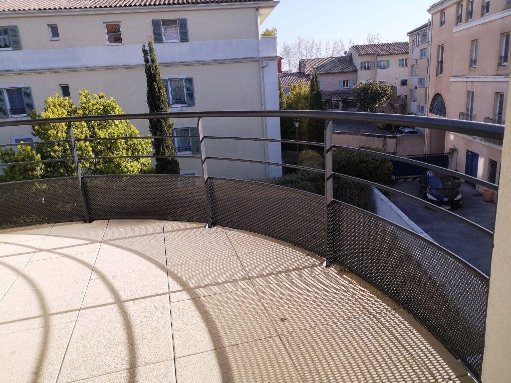 Appartement à vendre 3 69.3m2 à Sanary-sur-Mer vignette-3
