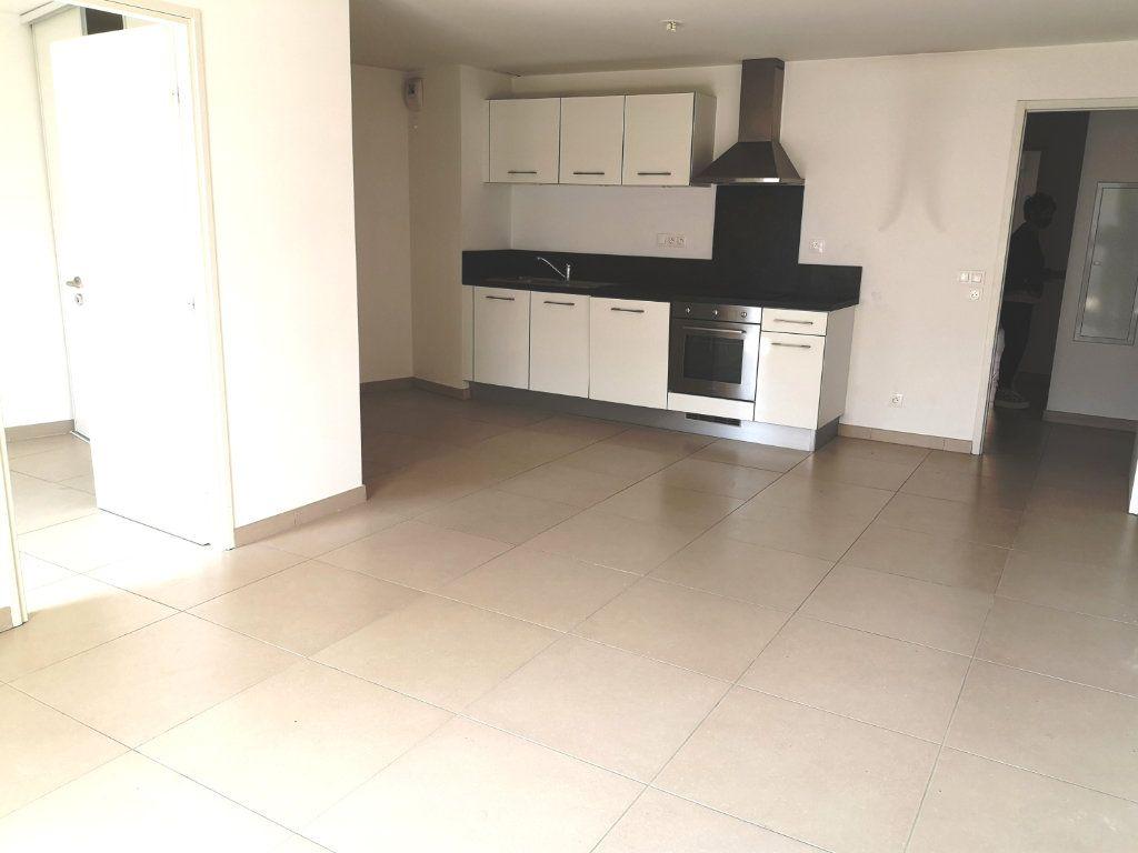 Appartement à vendre 3 69.3m2 à Sanary-sur-Mer vignette-4