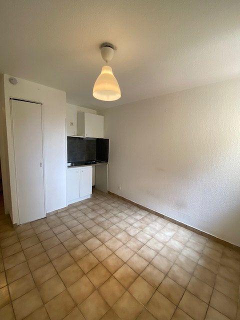 Appartement à louer 1 15m2 à La Seyne-sur-Mer vignette-1