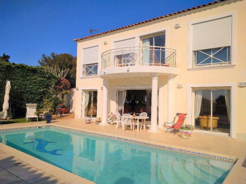 Maison à vendre 5 180m2 à Sanary-sur-Mer vignette-1
