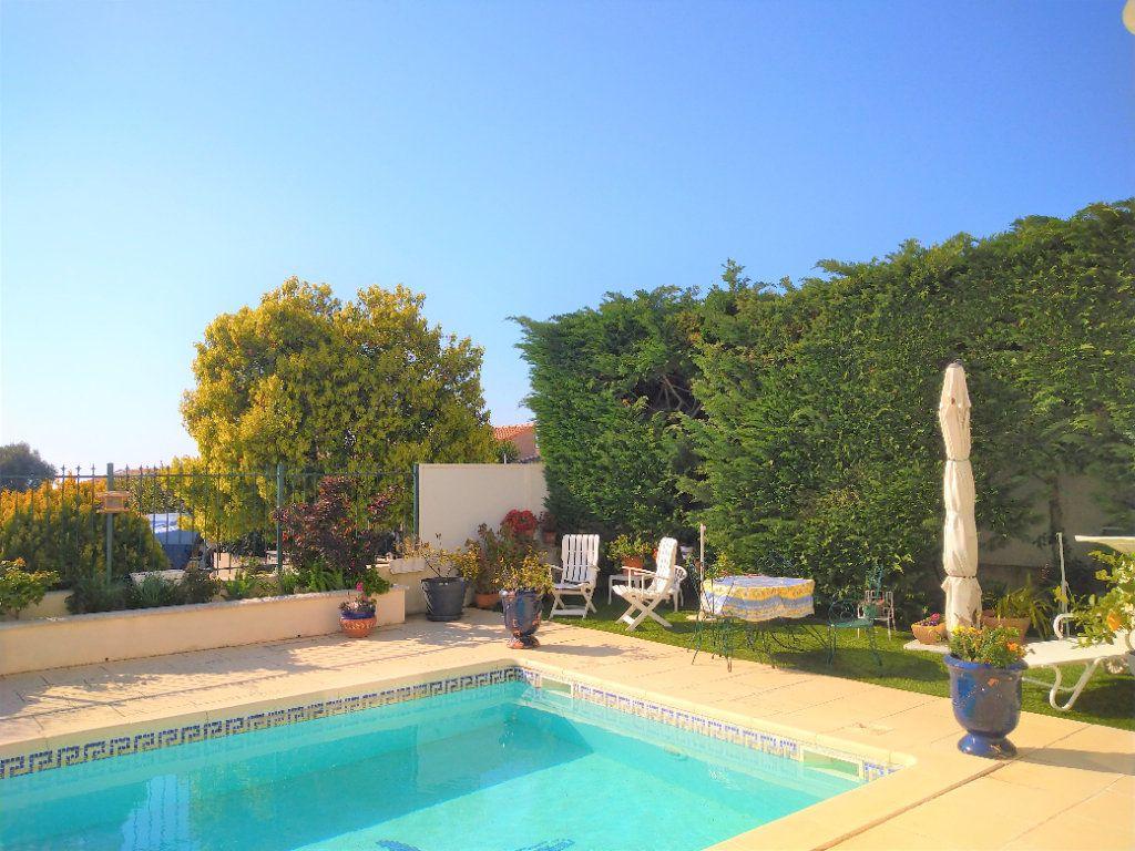 Maison à vendre 5 180m2 à Sanary-sur-Mer vignette-2