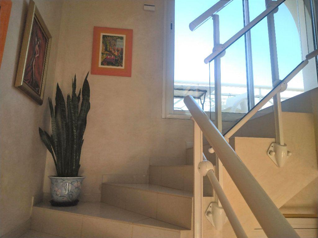 Maison à vendre 5 180m2 à Sanary-sur-Mer vignette-3