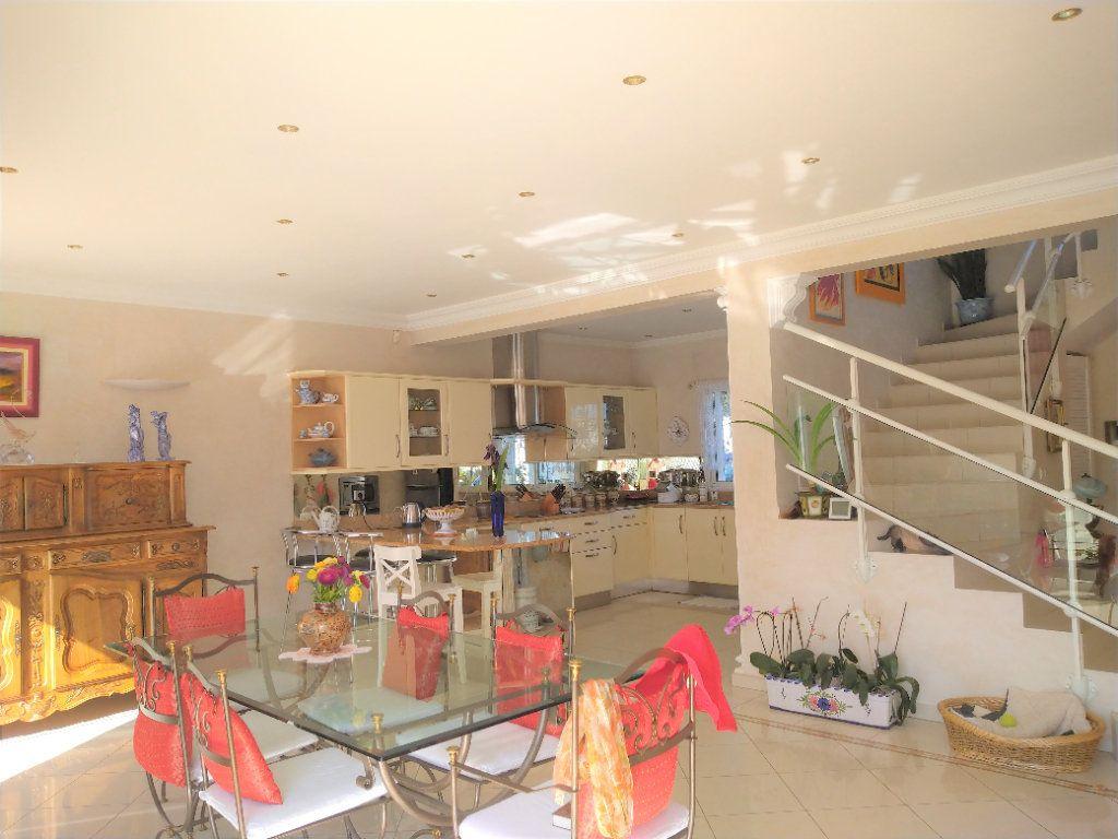Maison à vendre 5 180m2 à Sanary-sur-Mer vignette-4