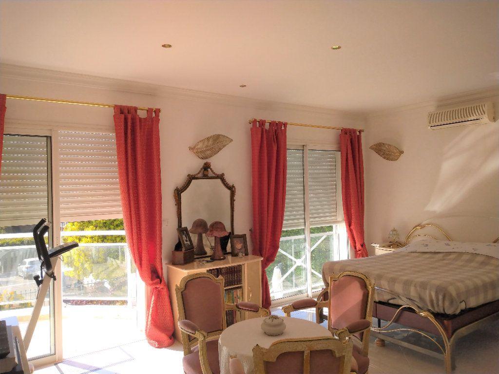 Maison à vendre 5 180m2 à Sanary-sur-Mer vignette-5