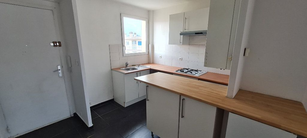 Appartement à vendre 3 57m2 à La Seyne-sur-Mer vignette-3