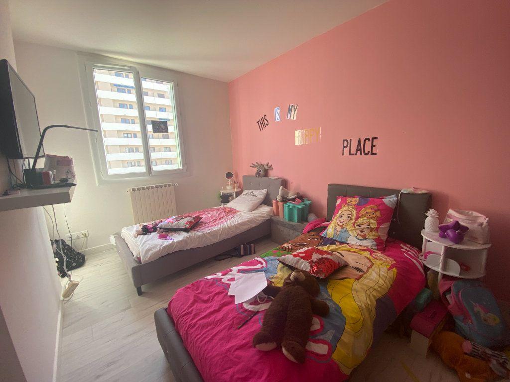 Appartement à vendre 4 77m2 à Toulon vignette-2