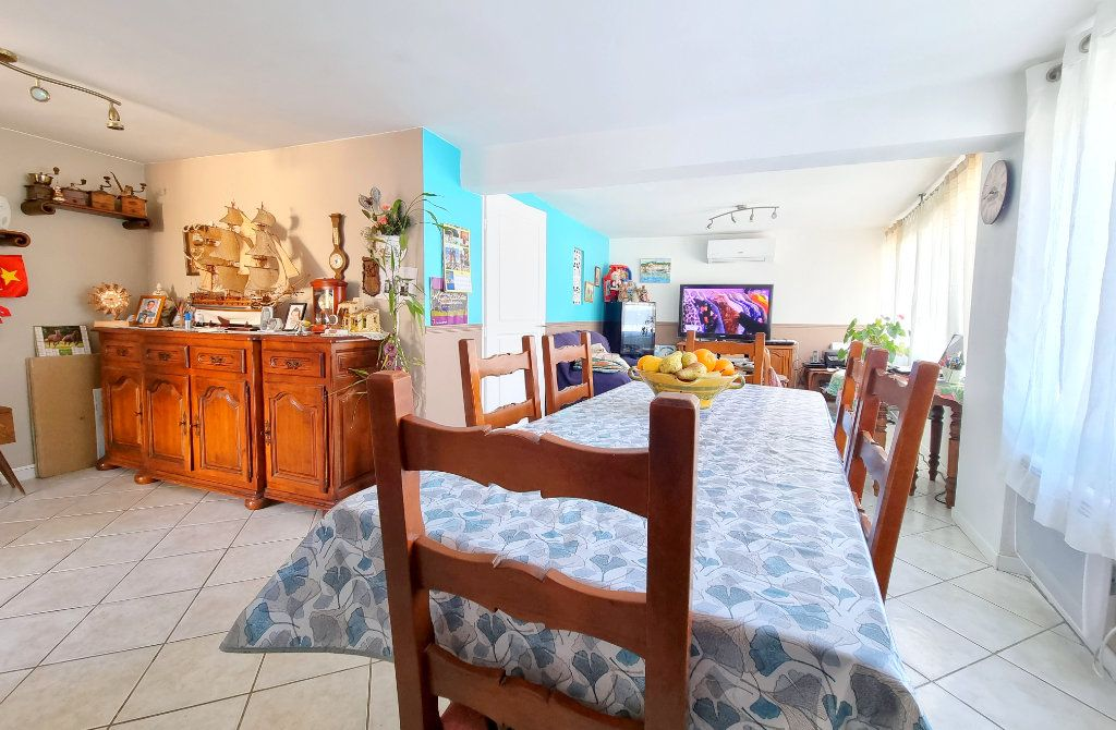 Appartement à vendre 3 69m2 à La Seyne-sur-Mer vignette-3