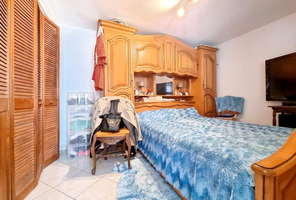 Appartement à vendre 3 69m2 à La Seyne-sur-Mer vignette-4
