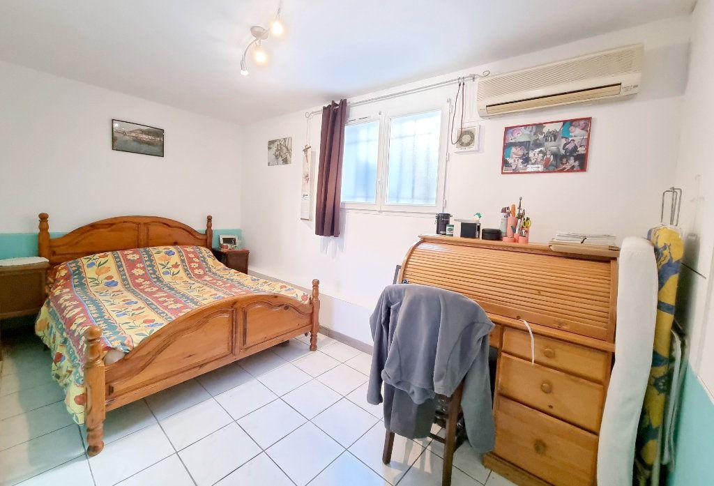 Appartement à vendre 3 69m2 à La Seyne-sur-Mer vignette-5