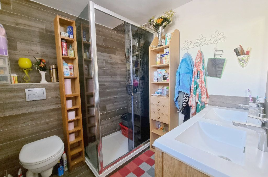 Appartement à vendre 3 69m2 à La Seyne-sur-Mer vignette-6