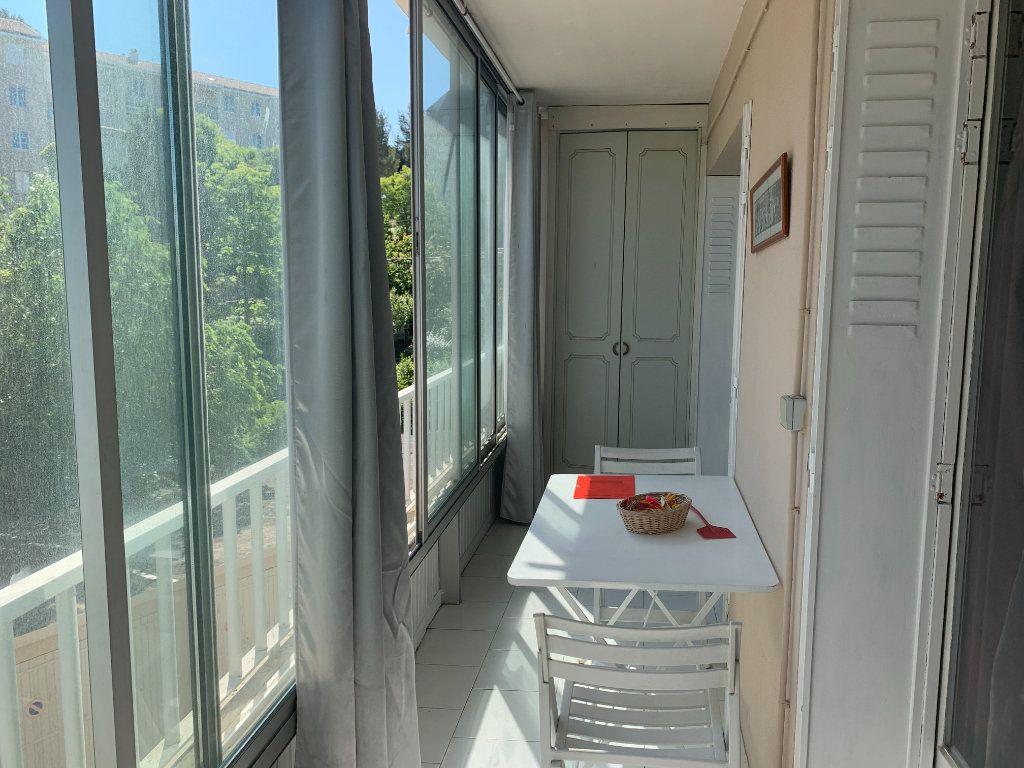 Appartement à louer 3 71m2 à Toulon vignette-2