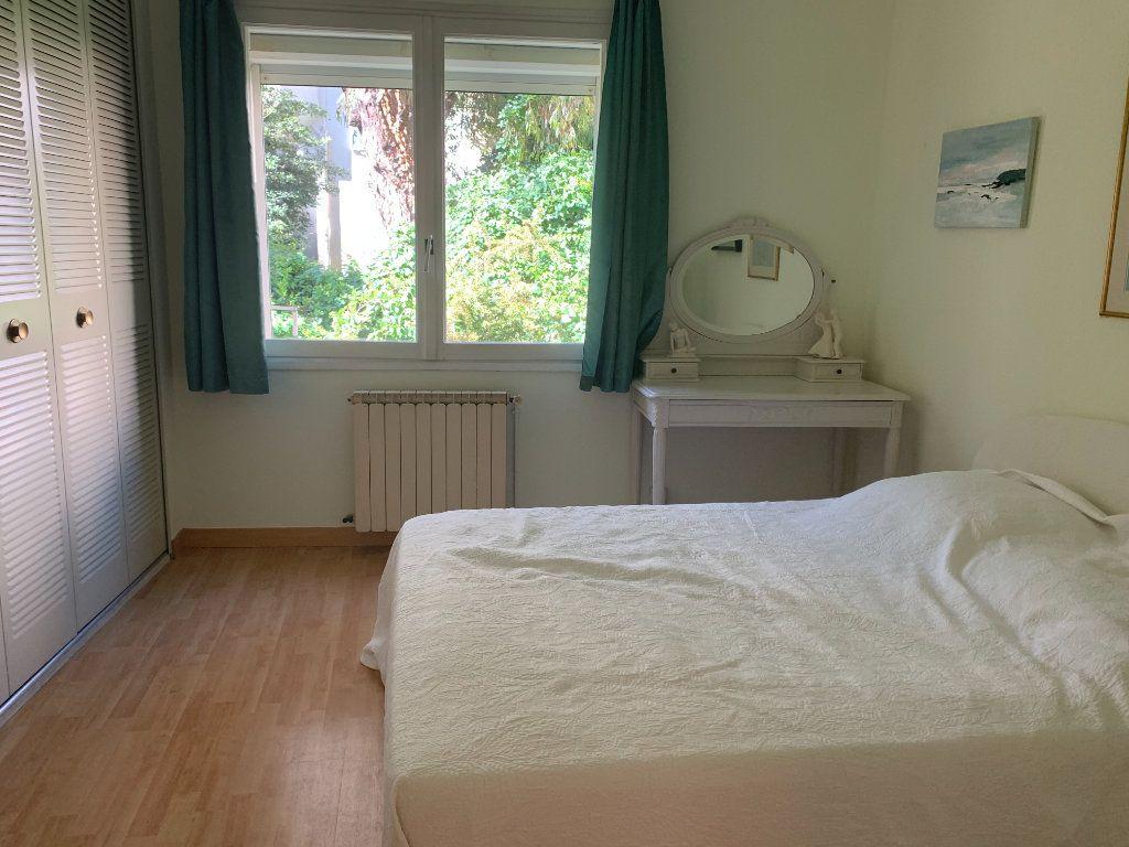 Appartement à louer 3 71m2 à Toulon vignette-3