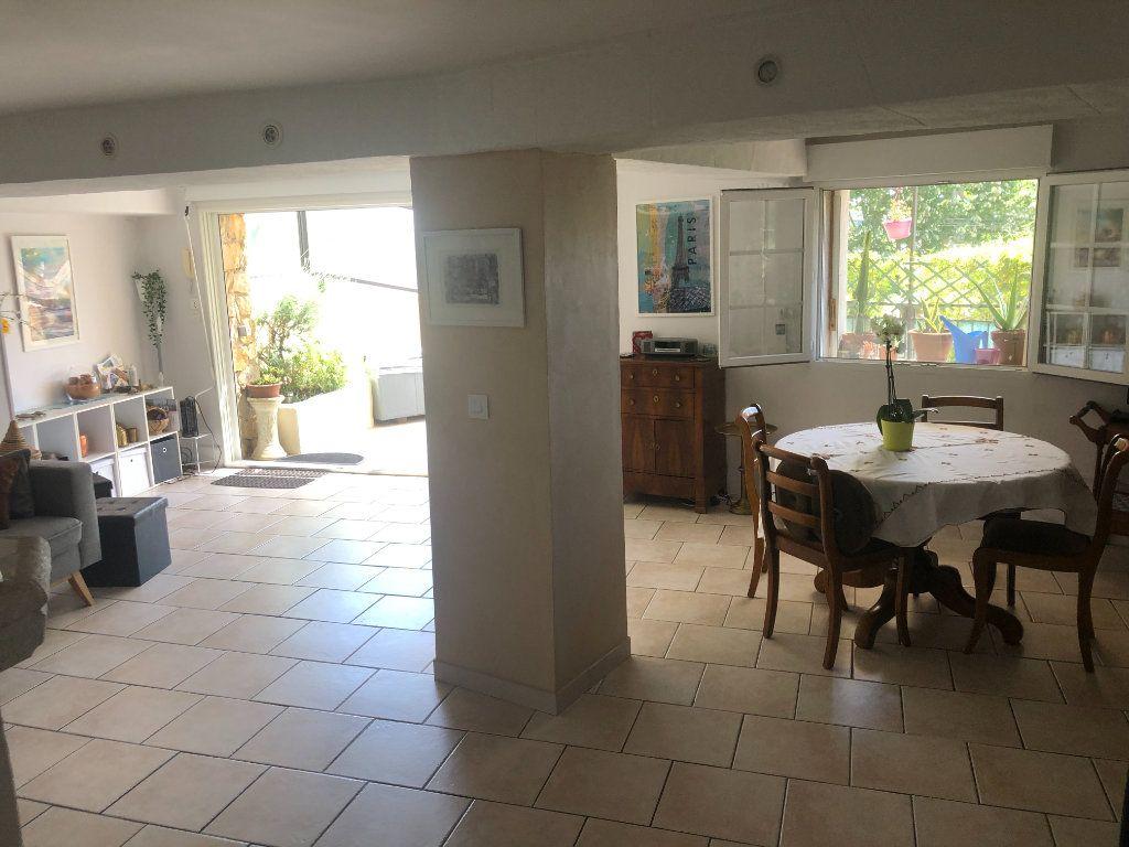 Appartement à vendre 4 108m2 à La Seyne-sur-Mer vignette-3