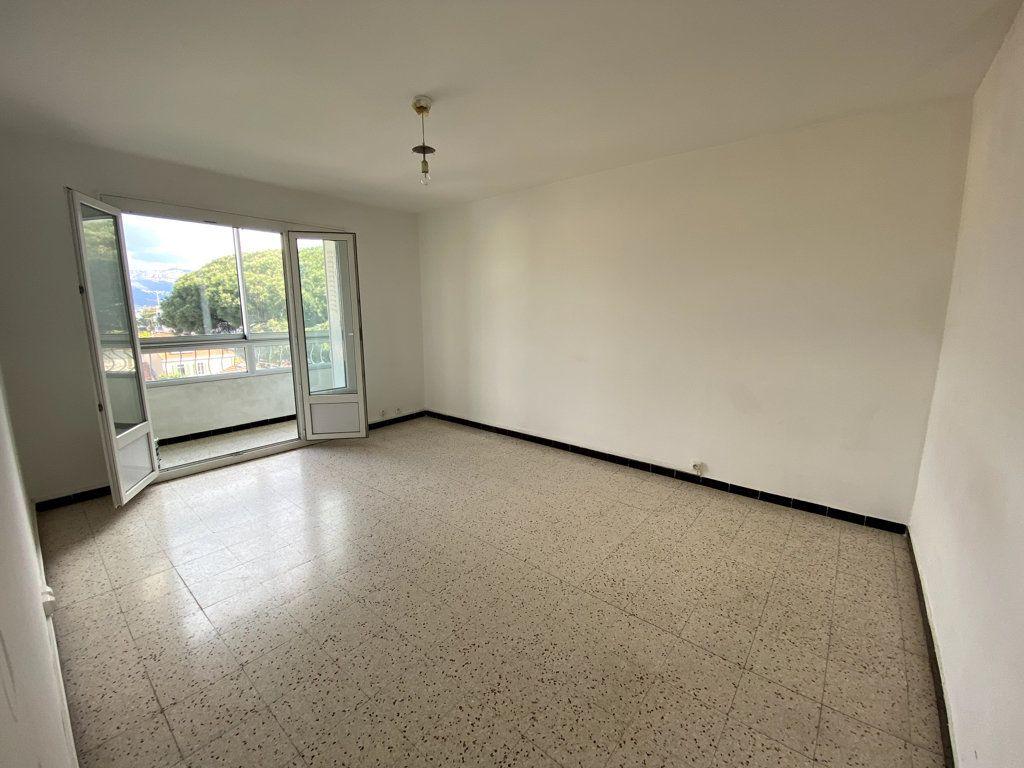 Appartement à vendre 3 61.42m2 à La Seyne-sur-Mer vignette-2