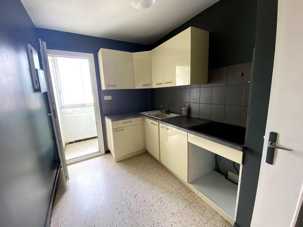 Appartement à vendre 3 61.42m2 à La Seyne-sur-Mer vignette-3