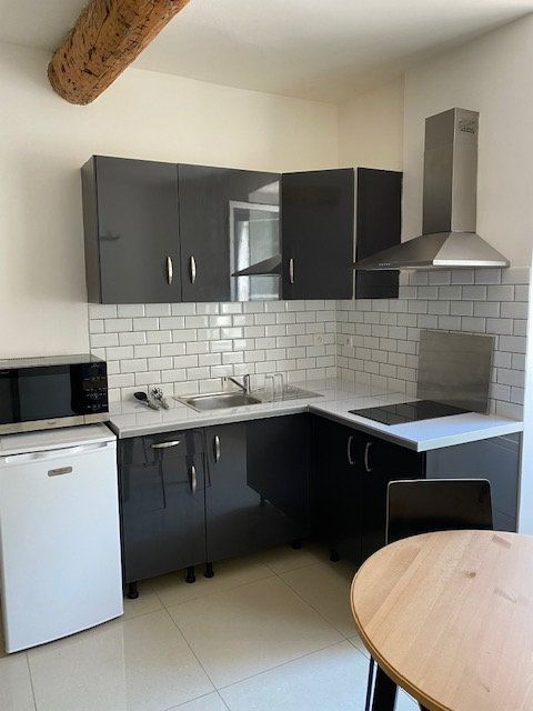 Appartement à louer 1 23m2 à Toulon vignette-2