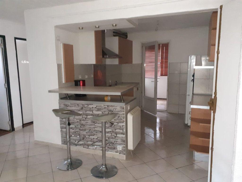 Appartement à louer 3 60m2 à La Seyne-sur-Mer vignette-1