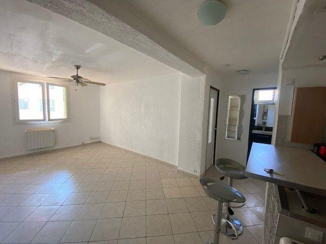 Appartement à louer 3 60m2 à La Seyne-sur-Mer vignette-2