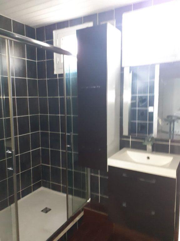 Appartement à louer 3 60m2 à La Seyne-sur-Mer vignette-4