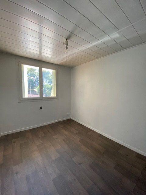 Appartement à louer 3 60m2 à La Seyne-sur-Mer vignette-5