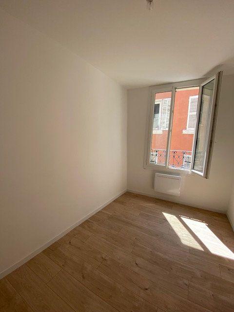 Appartement à louer 3 51.85m2 à Ollioules vignette-4