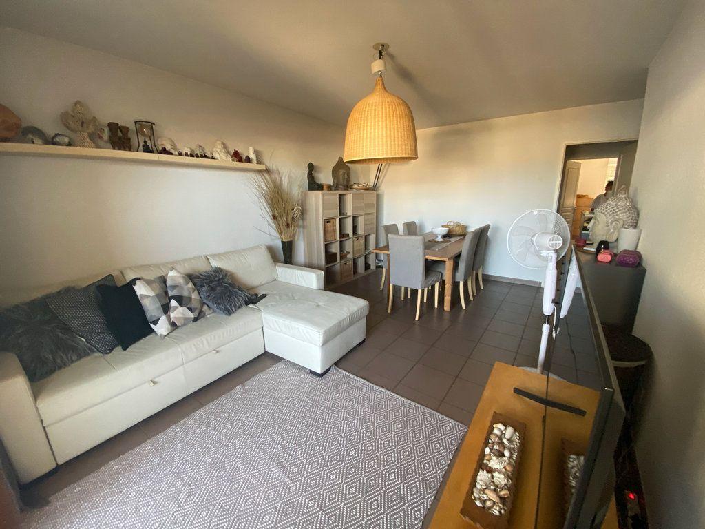 Appartement à vendre 3 71m2 à La Seyne-sur-Mer vignette-2