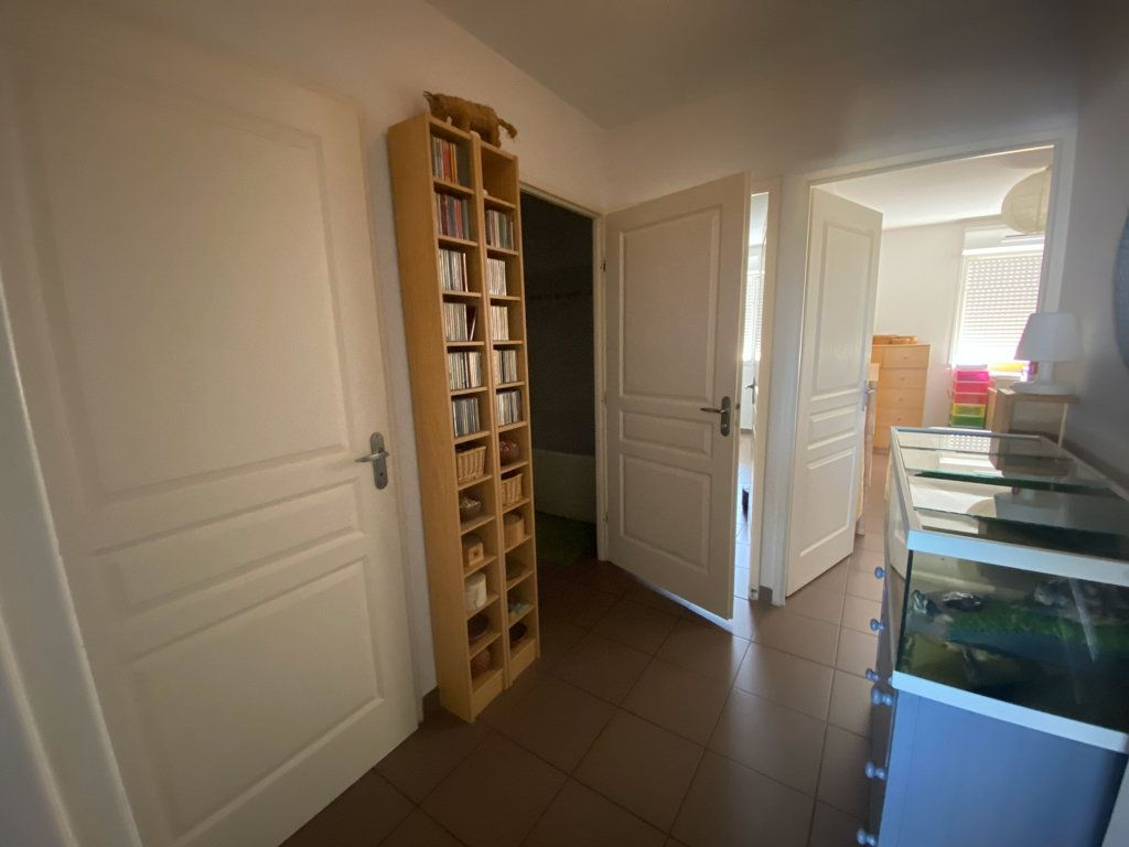 Appartement à vendre 3 71m2 à La Seyne-sur-Mer vignette-4