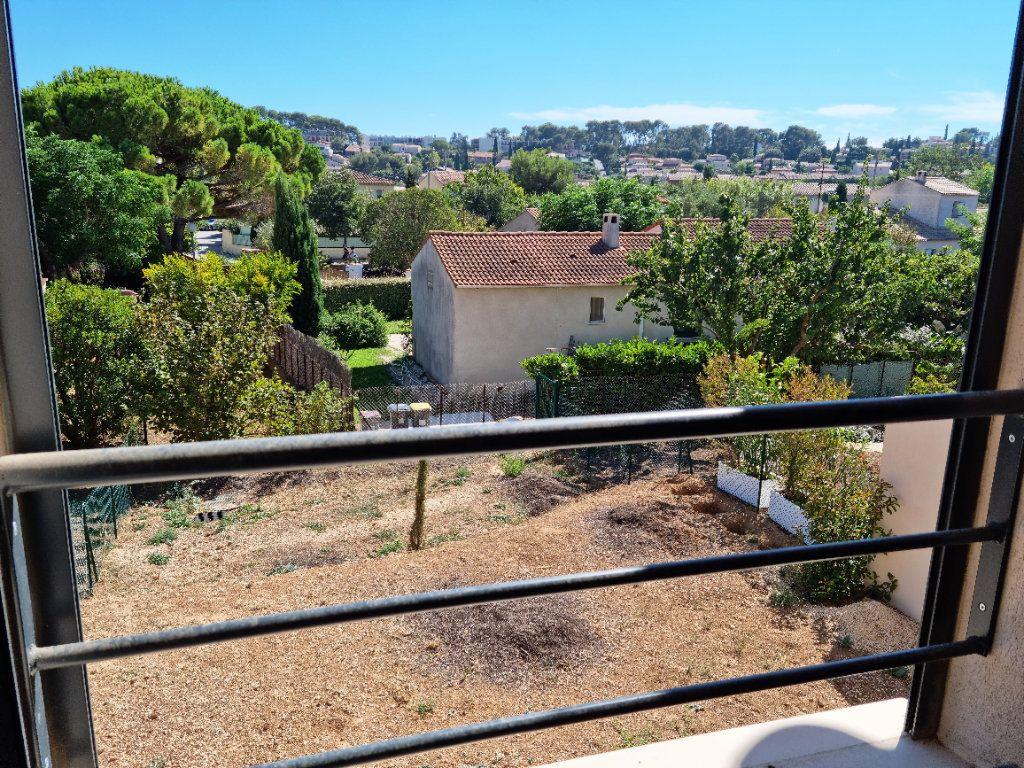 Maison à vendre 5 114m2 à Sanary-sur-Mer vignette-1