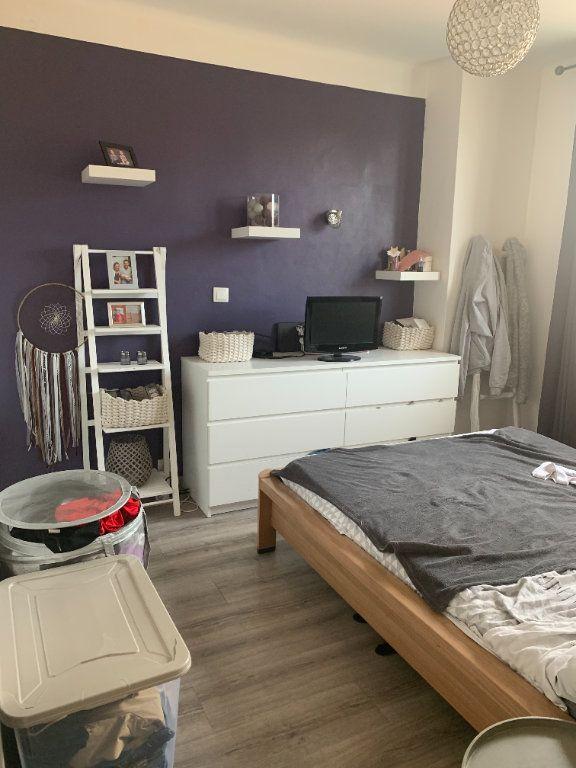 Appartement à louer 3 47.6m2 à La Seyne-sur-Mer vignette-3