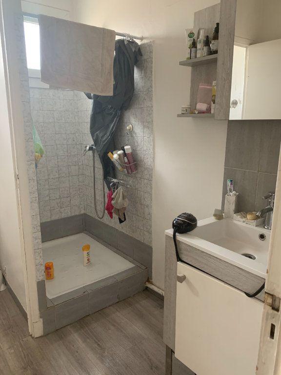 Appartement à louer 3 47.6m2 à La Seyne-sur-Mer vignette-6
