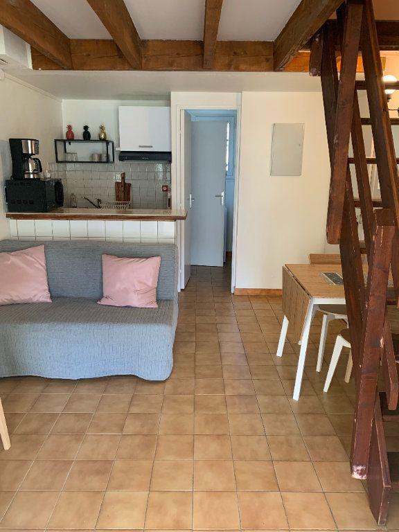 Maison à louer 2 31.85m2 à Sanary-sur-Mer vignette-2