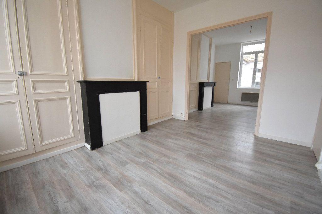 Appartement à louer 3 65m2 à Calais vignette-1