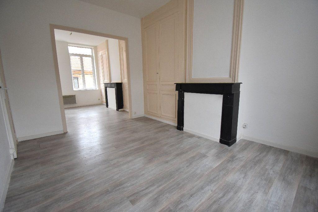 Appartement à louer 3 65m2 à Calais vignette-2