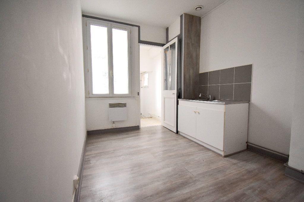 Appartement à louer 3 65m2 à Calais vignette-4