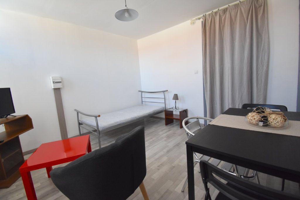 Appartement à louer 1 22.5m2 à Calais vignette-1