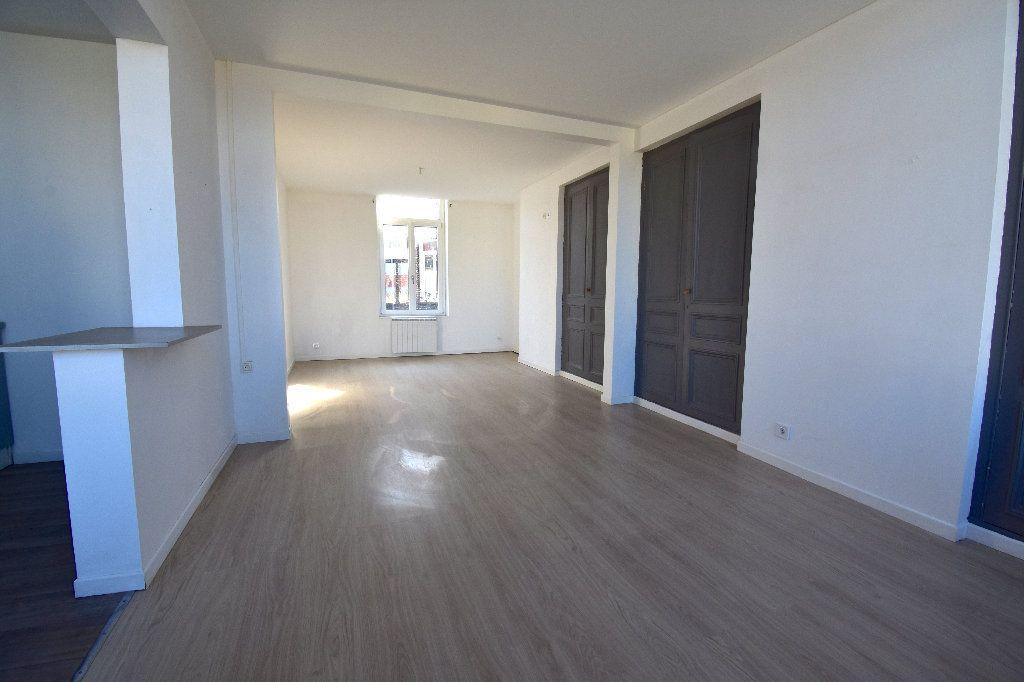Appartement à louer 3 72m2 à Calais vignette-3