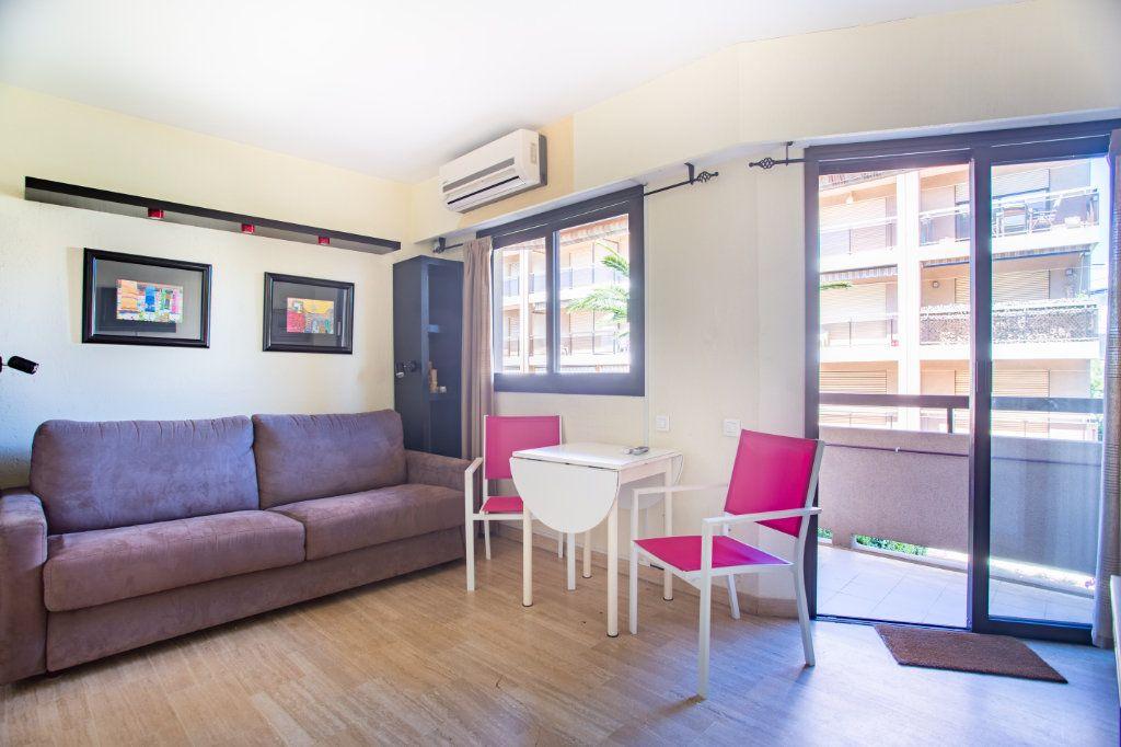 Appartement à vendre 1 22m2 à Mandelieu-la-Napoule vignette-3