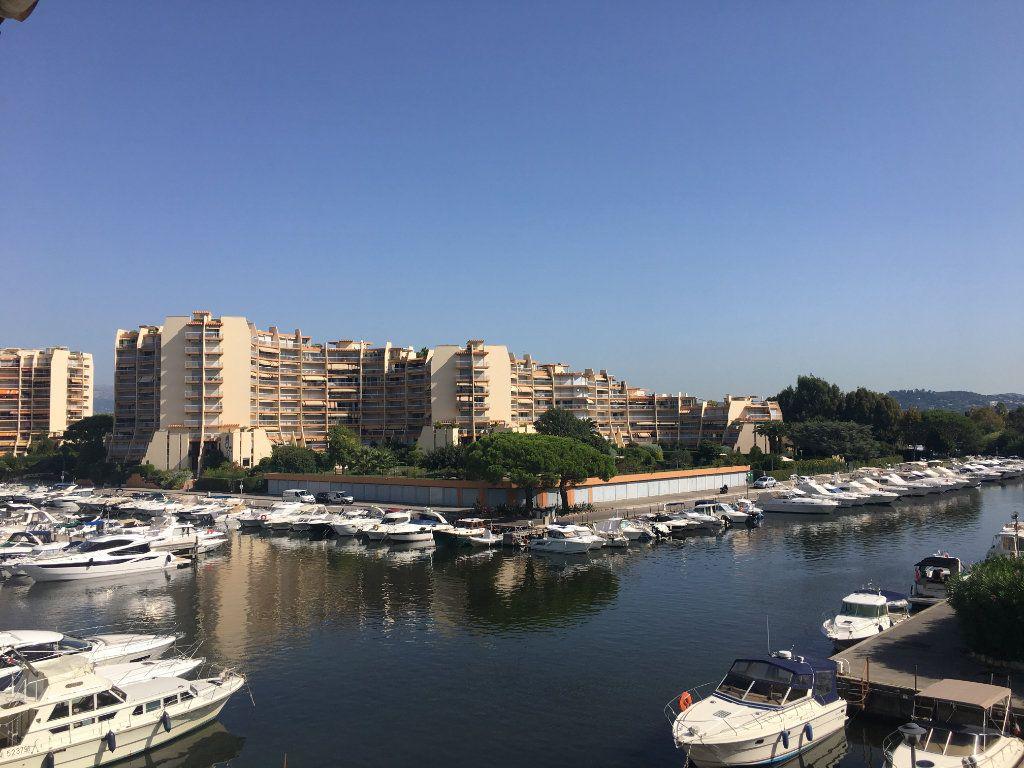 Appartement à louer 3 73.04m2 à Mandelieu-la-Napoule vignette-2